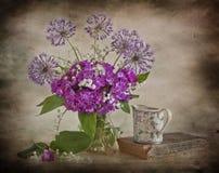 Gigli della valle e dei fiori dentellare Fotografia Stock