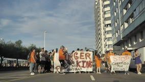 29/07/2018 Gijon, Asturias, Spanien protesthandlingar av anställda mot den Burger King restaurangen förtjänar, polisregleringen,  arkivfilmer