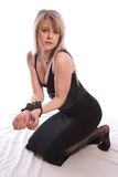 Gijzelaar. Jonge vrouw in handcuffs. Stock Afbeeldingen