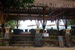 Gil wyspa - Indonezja Kolory puby przed plażą i bary fotografia stock
