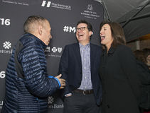 Gilbert Gottfried Cracks vers le haut d'Evie Colbert et de Stephen Colbert Photos libres de droits