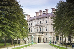 """Gilded Age Mansions: The Breakers. The Breakers mansion on Ochre Point in Newport, Rhode Island. This mansion was the summer residence """"cottage"""" of stock photos"""