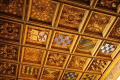 Gilded coffered le plafond, palais de Casa de Pilatos, Séville, Espagne Image libre de droits