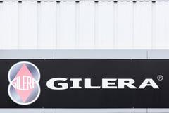 Gilera-Logo auf einer Wand Stockbilder