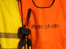Gilets jaunes et oranges de gilet, photo de presse image stock