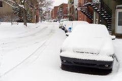 Gilfordstraat tijdens sneeuwonweer in Montreal Royalty-vrije Stock Fotografie