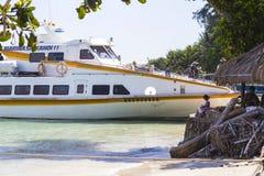 GILI-ÖAR, INDONESIEN - MARS 22: Gili öar är små tropiska öar Arkivfoton