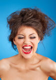 Gillend wijfje met gek kapsel en rode lippen Stock Afbeeldingen