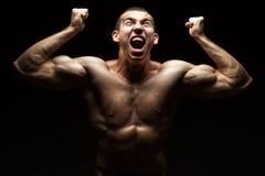 Gillende bodybuilder royalty-vrije stock foto's