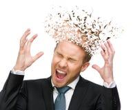 Gillende die manager met handen omhoog en hoofd in stukken wordt gebroken stock foto's