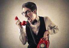 Gillende mens bij de telefoon Stock Foto's