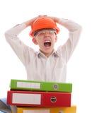 Gillende tiener in helm met bureauomslagen Stock Afbeeldingen