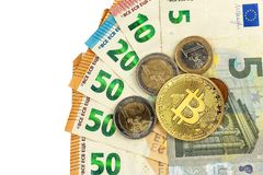 Giltiga eurosedlar och Bitcoin Riskinvestering Faktisk valuta Online-handel Royaltyfri Foto
