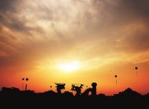 GIMJE SYDKOREA - SEPTEMBER 23, 2017: Solnedgång på den Gimje horisontfestivalen på den Byeokgolje behållaren royaltyfria foton