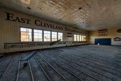 Gimnasio abandonado - santo abandonado Philomena School, Cleveland del este, Ohio Fotografía de archivo