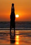 Gimnasta de la puesta del sol Foto de archivo libre de regalías