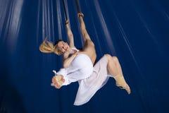 Gimnasta del aire del circo de los pares Foto de archivo libre de regalías