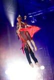 Gimnasta joven del aire del circo de los pares Fotografía de archivo libre de regalías