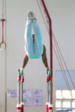 Gimnastyczek Męskiego konkurowania Równolegli bary Zdjęcie Stock