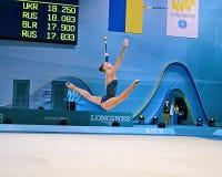 Gimnastyczka z klubami, Rytmicznych gimnastyk światu Cham obraz stock