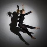 Gimnastyczne skok dziewczyny i cień ono Obrazy Royalty Free