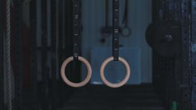 Gimnastyczni pierścionki na arkanie zbiory wideo