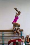 Gimnastyki dziewczyny promienia skok Obraz Royalty Free