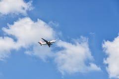 GIMPO, COREIA - 13 DE SETEMBRO DE 2014: Avião do ar de EASTAR perto de t Fotos de Stock Royalty Free