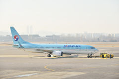 GIMPO, KOREA - JANUARY 19, 2014: airplane of Korean Airline at G Royalty Free Stock Photos