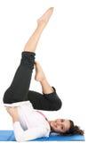 A ginástica de mulher pratica Fotografia de Stock Royalty Free
