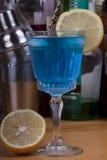 Gin & azzurro tonico Immagine Stock Libera da Diritti