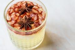 Gin Sour Red Wine Cocktail com Anise Star fotografia de stock