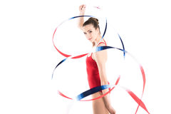 Ginasta rítmica da mulher que exercita com corda colorida e que olha a câmera Foto de Stock Royalty Free