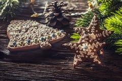 Ginderbread торта рождества Рождество играет главные роли торты и оформление колокола Стоковое фото RF