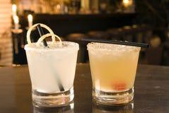 Ginebra de Daisys y whisky de Daisys Imagenes de archivo
