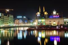 Ginebra en la noche, Suiza Foto de archivo libre de regalías