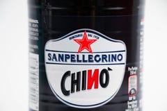 Ginebra/Suiza 08 08 18: Chinotto de San Pellegrino del tipo de tela de algodón de la soda anaranjada de la botella fotos de archivo libres de regalías