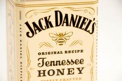 Ginebra/Suiza - 19 de marzo de 2018: Levante el logotipo de la miel del whisky de Tennessee de los daniels aislado en blanco Imagen de archivo