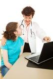 Ginecólogo y paciente adolescente Fotos de archivo