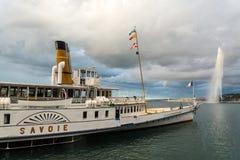 Ginevra, Svizzera - d'Eau del getto e ristorante della nave (2) Fotografie Stock