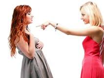 Gingembre de deux femmes avec la blonde dans des robes sur le blanc Photos stock