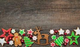 Gingembre de Noël et biscuits colorés de miel photo stock