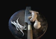 Gingembre, pousses d'haricot, couteau Image stock