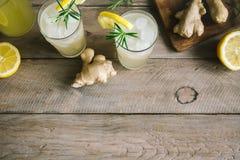 Ginger Ale ou Kombucha images libres de droits