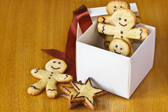 Ginger biscuits in a box with a red ribbon. On the table Stock Images