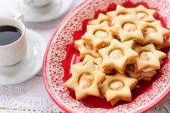 Ginger Shortbread Stars met Heemst het Vullen Stock Afbeelding