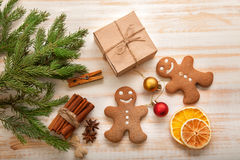 Gingerbread Christmas tree and gifts on table Stock Photography