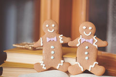Gingerbread cookie men in a hot cup of cappuccino Royalty Free Stock Photos