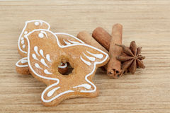 Gingerbread cookies birds with star anise and cinnamon Royalty Free Stock Photos