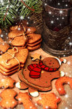 Gingerbread cookies and tea, Christmas decoration Royalty Free Stock Photography